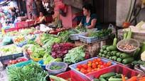 Thực phẩm liên tục tăng giá trước Tết