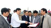 Bí thư Tỉnh ủy kiểm tra tiến độ thi công đường phục vụ Nhà máy xi măng Sông Lam