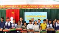 Tặng 60 suất quà cho trường THPT Đặng Thúc Hứa (Thanh Chương)