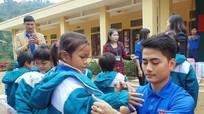 1.000 chiếc áo ấm đến với trẻ em vùng cao
