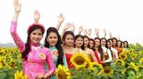 15 người đẹp khoe sắc cùng hoa hướng dương