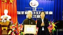 Quỳnh Lưu: Trao tặng Huy hiệu Đảng cho các đảng viên