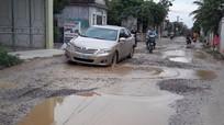 Cử tri Diễn Châu kiến nghị tỉnh hỗ trợ sửa chữa các tuyến đường liên xã