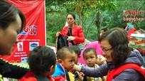 Tặng quà trị giá 110 triệu đồng cho học sinh và người nghèo Kỳ Sơn