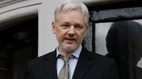 Ông chủ WikiLeaks - tội đồ với Obama, người hùng với Trump