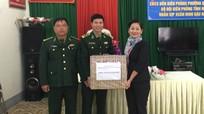 Hội LHPN Việt Nam tặng quà Đồn Biên phòng Quỳnh Phương