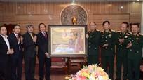 Bộ trưởng Trương Minh Tuấn thăm, tặng quà Bộ Tư lệnh Quân khu IV