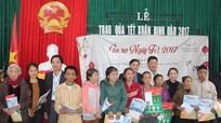 Báo Nghệ An trao quà Tết cho 30 hộ nghèo tại TX. Hoàng Mai