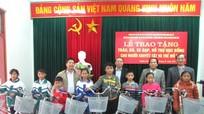 Các địa phương tặng quà người nghèo dịp Tết Đinh Dậu