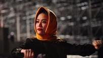 Hoàng Thuỳ Linh trùm khăn chống rét, thức đêm duyệt chương trình Đại nhạc hội