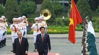 Hình ảnh lễ đón chính thức Thủ tướng Nhật Bản thăm Việt Nam