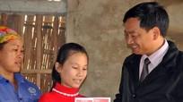 Báo Nghệ An trao sổ tiết kiệm cho trẻ mồ côi ở Tân Kỳ