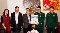 Báo Nghệ An tặng báo Xuân cho Bộ CHQS tỉnh và Bộ đội Biên phòng Nghệ An