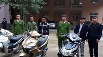 Công an Quỳ Hợp trao trả 11 chiếc xe máy cho người bị hại