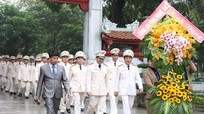 Công an Nghệ An dâng hoa, dâng hương tại Khu di tích Kim Liên