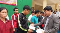 Gần 600 suất quà đến với đồng bào nghèo Kỳ Sơn