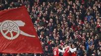 Phút bù giờ thứ tám quyết định vị trí nhì bảng cho Arsenal
