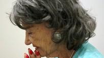 Cụ bà 98 tuổi là giáo viên dạy yoga già nhất thế giới