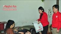 Hội chữ thập đỏ Nghệ An tặng quà Tết cho hộ nghèo tại Anh Sơn
