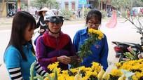 Thanh niên Anh Sơn bán hoa ủng hộ người nghèo đón Tết