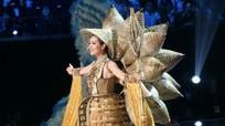 Bán kết Miss Universe: Lệ Hằng nổi bật với quốc phục lạ