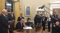 Tân Tổng thống Mỹ ký các sắc lệnh đầu tiên ngay sau khi nhậm chức