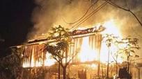 Giận bố mẹ, con phóng hỏa đốt nhà