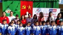 Trao hơn 250 áo ấm, dụng cụ học tập cho học sinh Đô Lương