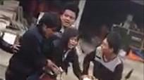 Thiếu nữ gào khóc thảm thiết khi bị nhóm thanh niên 'bắt vợ'
