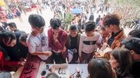 Hàng nghìn người xếp hàng xin chữ ở Chùa Đại Tuệ