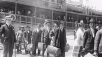 Lệnh cấm nhập cư của Trump giống đạo luật 100 năm trước?
