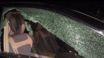 Chủ xe ô tô hoang mang vì bị đập vỡ kính, trộm phụ tùng