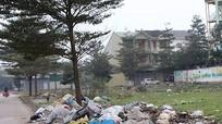Rác thải xả khắp khu đô thị mới Vinh Tân (TP Vinh)