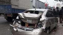 Tai nạn giao thông liên tiếp trên QL1A, 2 xe ô tô hư hỏng nặng