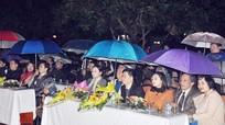 Đội mưa rét dự Đêm thơ Nguyên tiêu tại Nghệ An