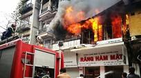 Cháy lớn ở phố cổ, người dân hoảng loạn