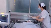 Bị cướp túi xách, mẹ chết, con nhập viện