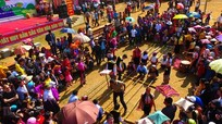 Hàng ngàn người trẩy hội hang Bua