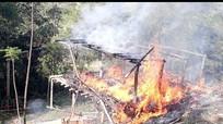 Ngôi nhà của vợ chồng tật nguyền bị cháy rụi giữa ban ngày