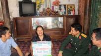 Sư đoàn 324 thăm hỏi, tặng quà các gia đình có công với cách mạng tại xã Sơn Hải