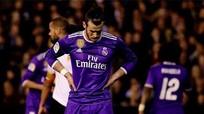 Real thua Valencia, Liga lại rộng cửa cho Barca