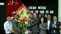 Phó Chủ tịch UBND tỉnh Lê Minh Thông chúc mừng Ngày Thầy thuốc Việt Nam