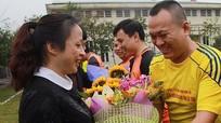Sôi nổi trận bóng đá giao hữu giữa Báo Nghệ An và Bệnh viện GTVT Vinh