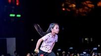 Bé gái 8 tuổi nhảy cover hit của Sơn Tùng cực điêu luyện
