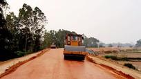 Đẩy nhanh thi công nâng cấp đê lưu vực sông Lam để chống lũ