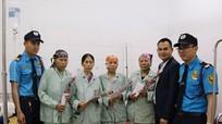 Công ty Bảo vệ Hoa Sen tặng 300 bông hồng cho nữ bệnh nhân