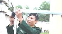 Lính tăng tự chế giá phơi quần áo sử dụng năng lượng mặt trời