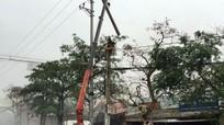 Một công nhân 'bốc cháy' nghi ngút trên cột điện