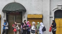 Malaysia truy quét nữ lao động không phép