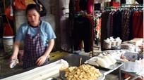 Đậu phụ siêu bẩn chợ Ga Vinh vẫn được bày bán